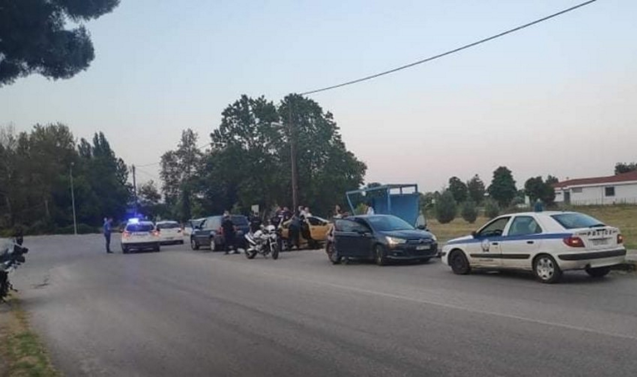 Άγρια καταδίωξη στα Τρίκαλα: Αστυνομικός βαριά τραυματίας (pic)