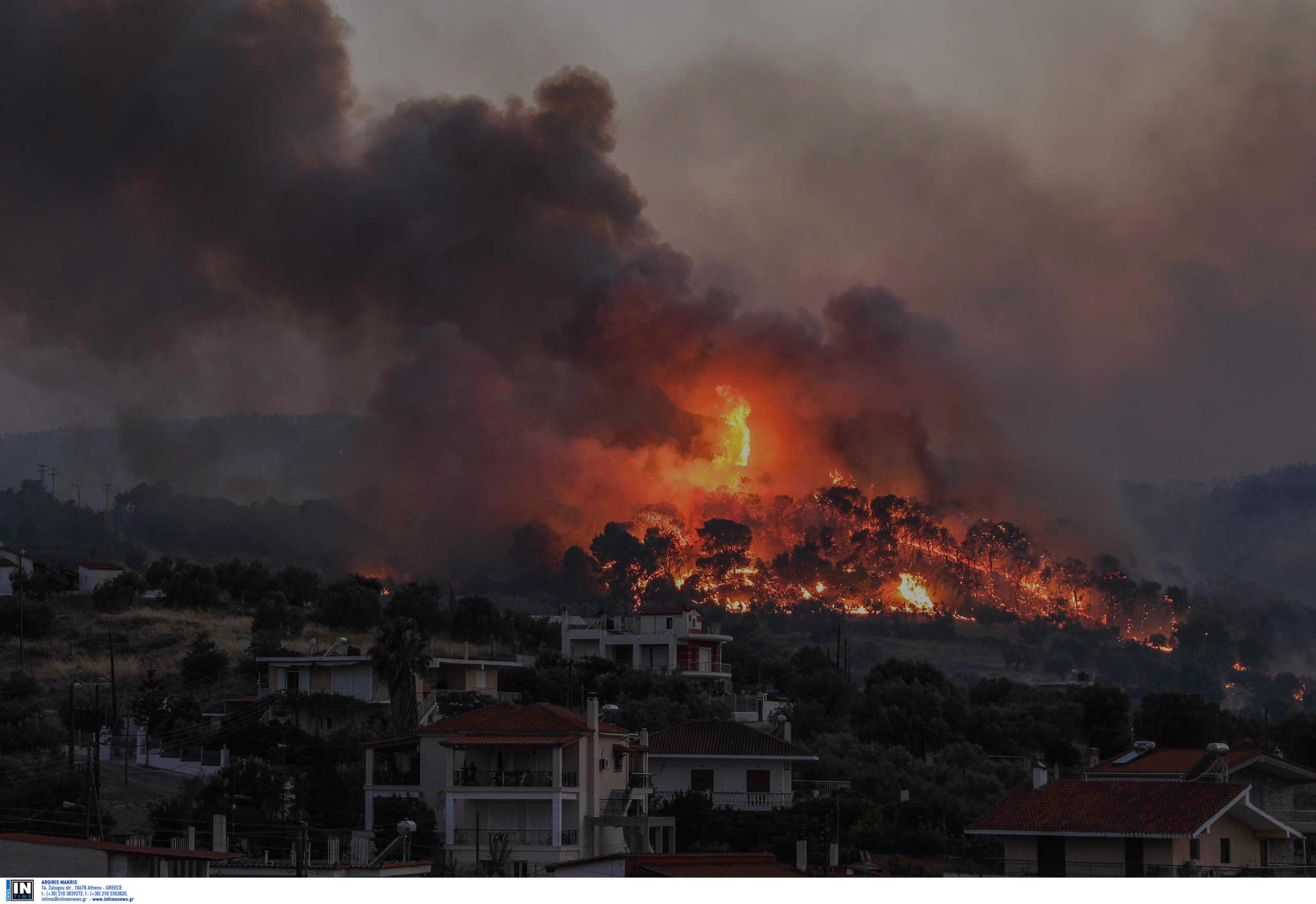 Κόρινθος: Εκτός ελέγχου η φωτιά στις Κεχριές – Εκκενώνονται ο ...