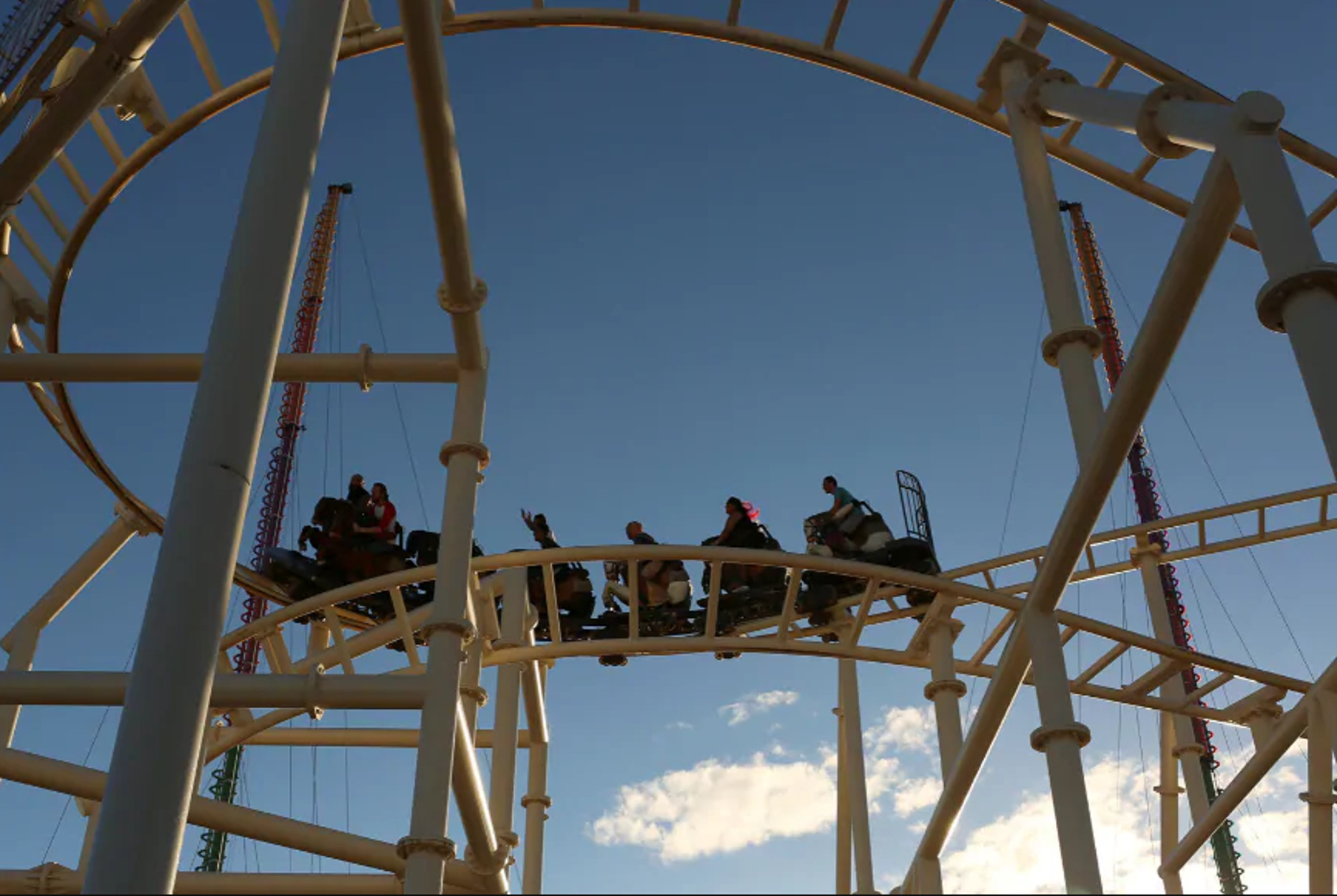 Λούνα παρκ ζητά από τους επισκέπτες… να μην ουρλιάζουν στο roller coaster!