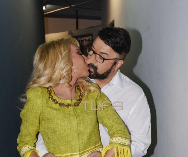 Mάρκος Σεφερλής: Στην πρεμιέρα του έγινε του... Χαρδαλιά! To φιλί στη γυναίκα του! [pics]