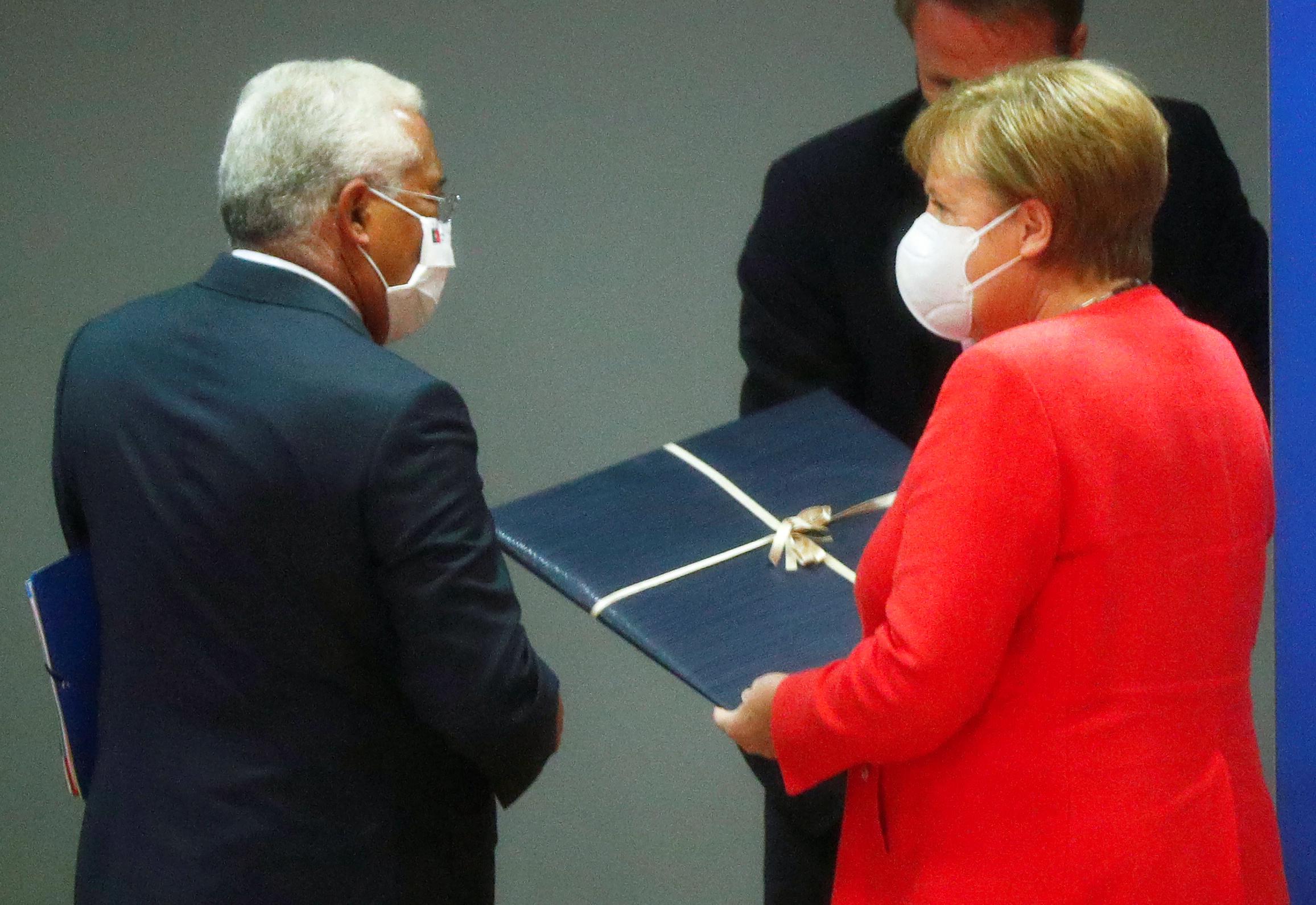 Σύνοδος Κορυφής: Η πρωθυπουργός που άλλαξε ημερομηνία γάμου και τα γενέθλια Μέρκελ και Κόστα