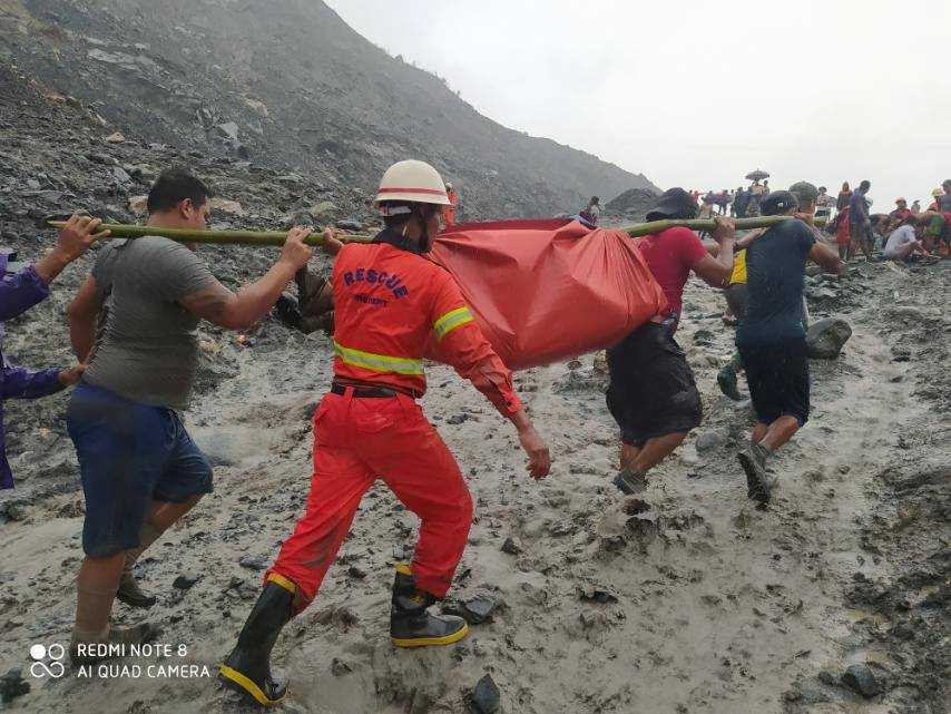 Μιανμάρ: Βρίσκουν συνέχεια πτώματα! 113 οι νεκροί από την κατάρρευση ορυχείου (video)