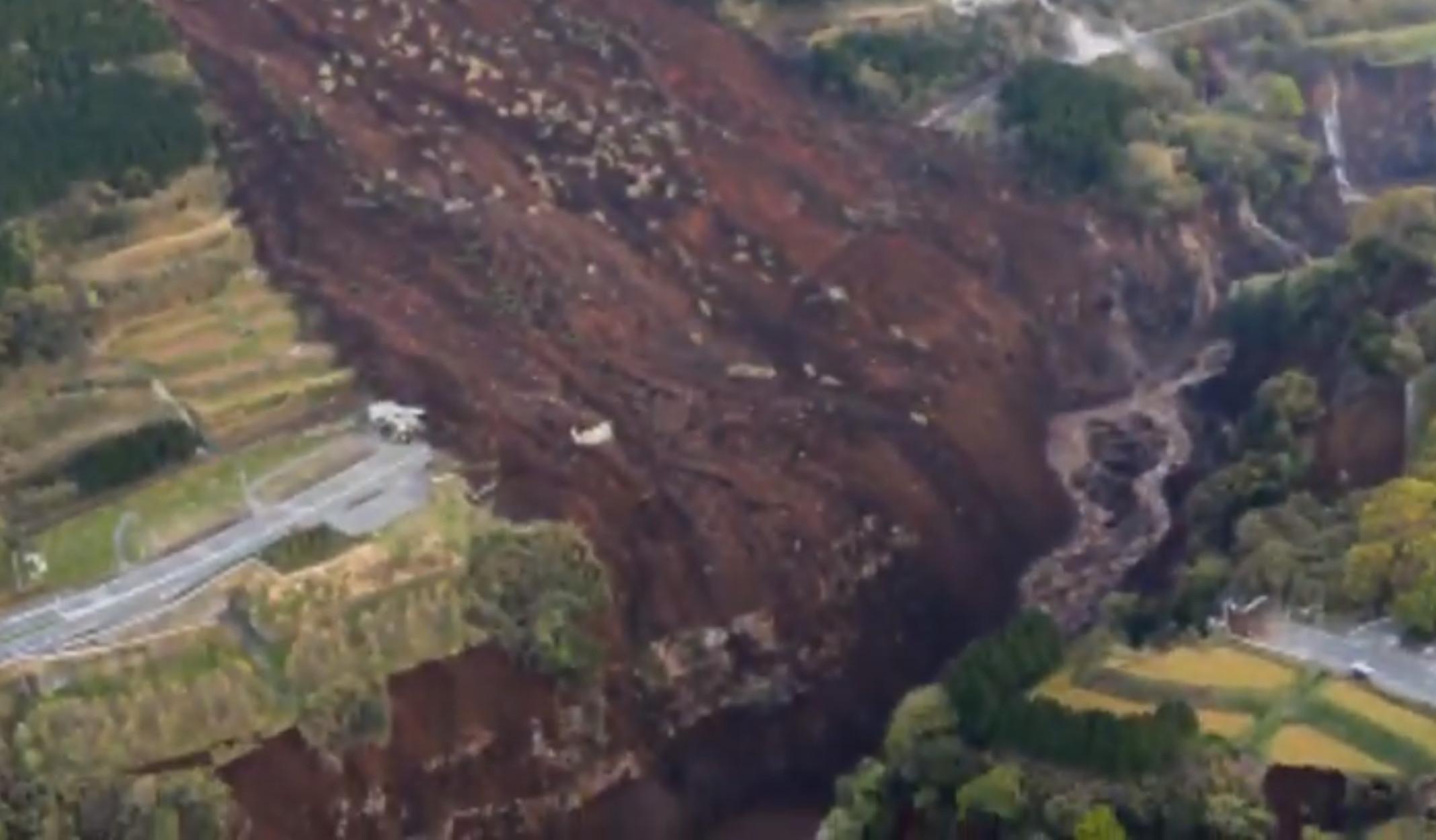 Μιανμάρ: Τουλάχιστον 50 νεκροί από κατάρρευση ορυχείου! (video)