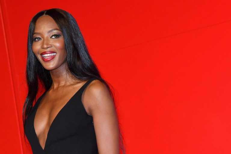 Βαθιά ανάσα - Η Naomi Campbell ολόγυμνη, μόνο με μια τσάντα στο μετρό