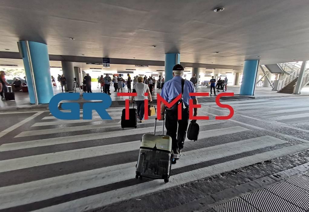"""""""Σαν την Ελλάδα δεν έχει""""! Ενθουσιασμένοι οι τουρίστες στο αεροδρόμιο Μακεδονία"""
