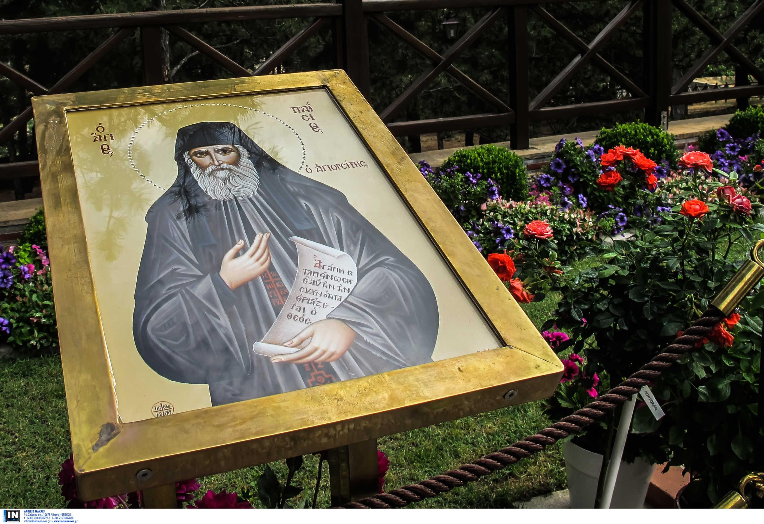 Ποια πανηγύρια; Συνωστισμός για τον Άγιο Παΐσιο σε Θεσσαλονίκη και Αθήνα (βίντεο)