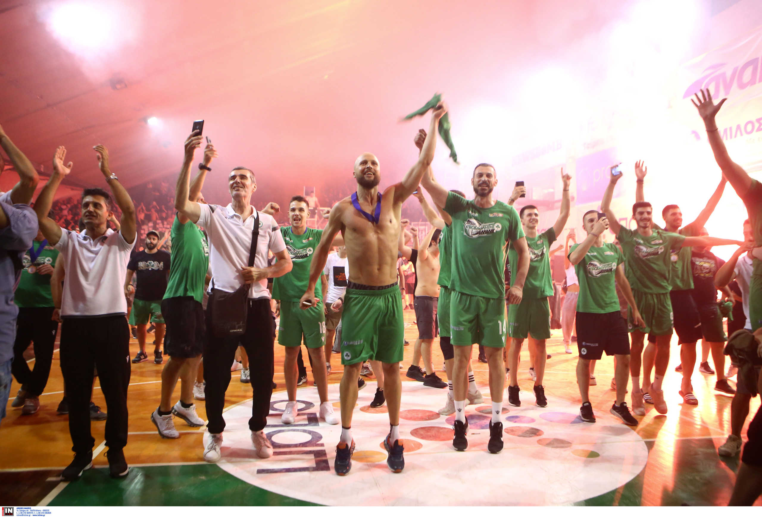 """Παναθηναϊκός: """"Γλέντι"""" των οπαδών στη Λεωφόρο με υποδοχή των πρωταθλητών (pics)"""