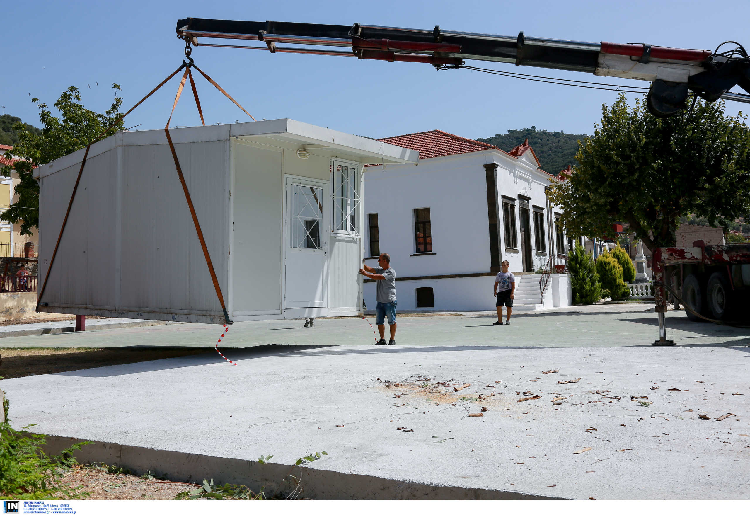 Λέσβος: Μαθήματα σε κοντέινερ από το 2017! Ελπίδες για την ανακατασκευή του σχολείου στη Βρίσα