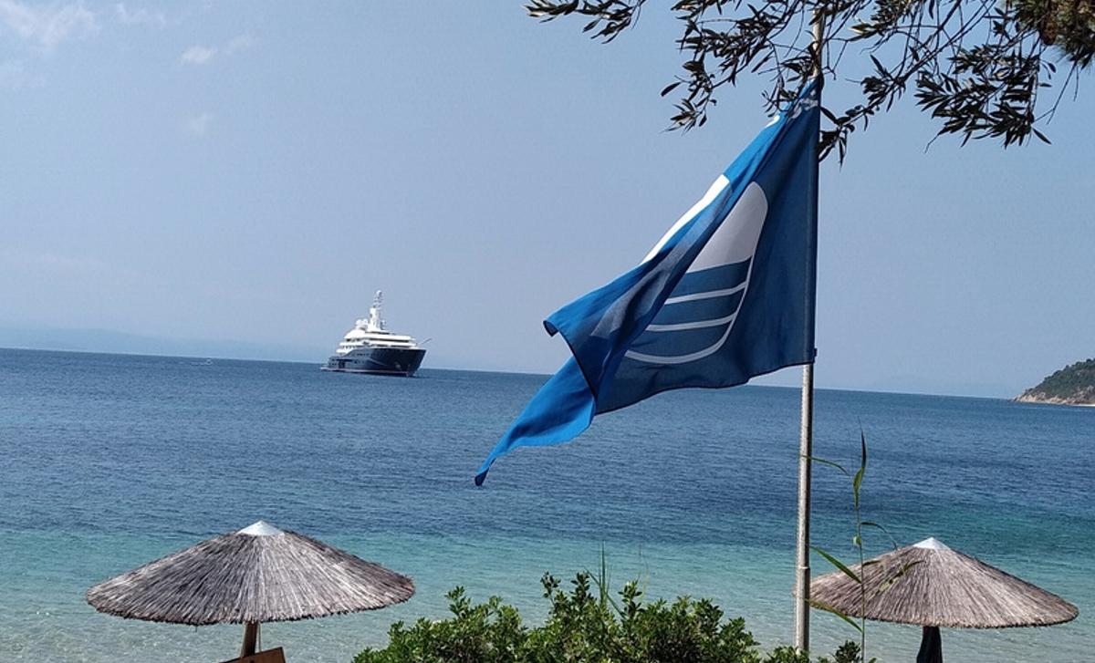Και φέτος στην αγαπημένη του Σκιάθο με το πλωτό του ανάκτορο ο σεΐχης του Κατάρ (pics)