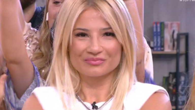 Συγκινημένη η Φαίη Σκορδά αποχαιρέτησε το τηλεοπτικό κοινό