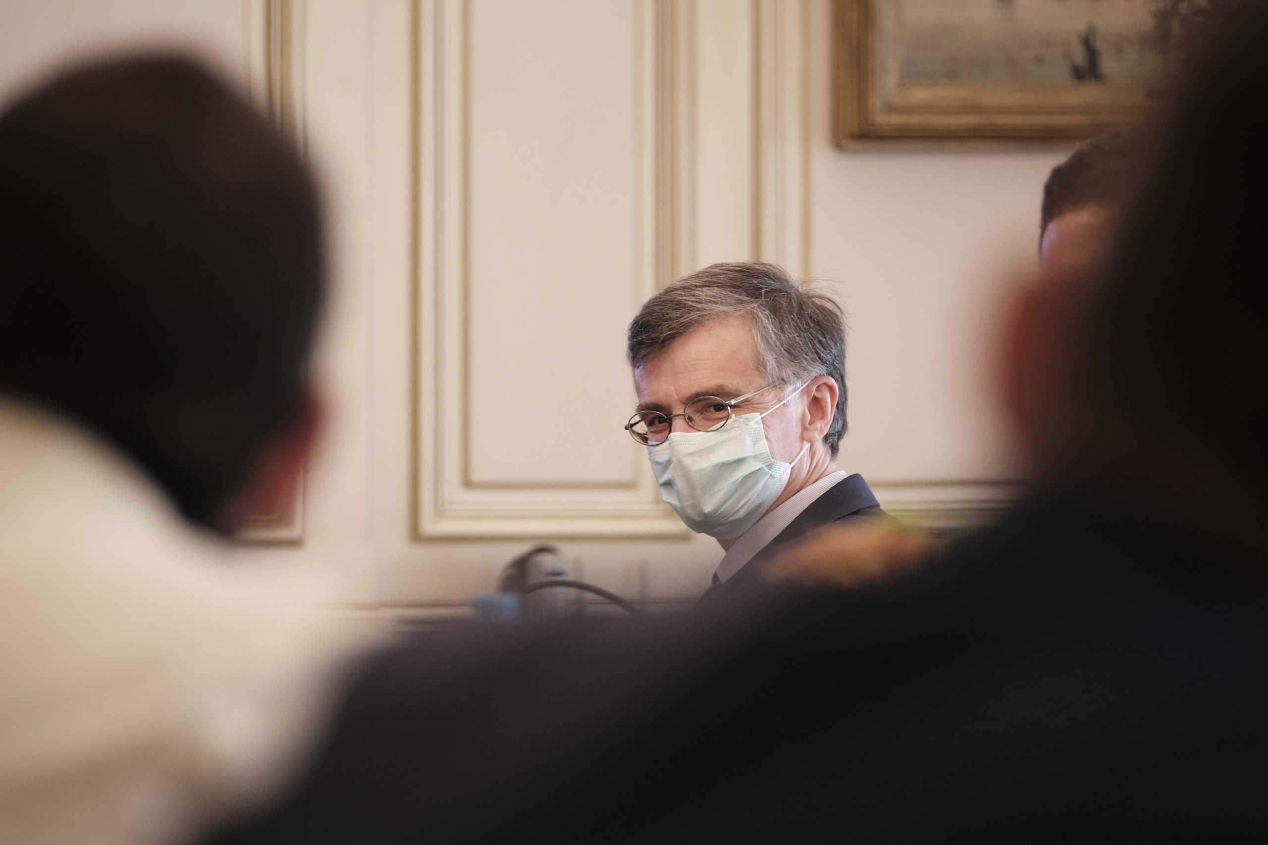 Οργή Μητσοτάκη για την στοχοποίηση Τσιόδρα από τον ΣΥΡΙΖΑ – «Χτυπήστε εμένα και αφήστε τους επιστήμονες»