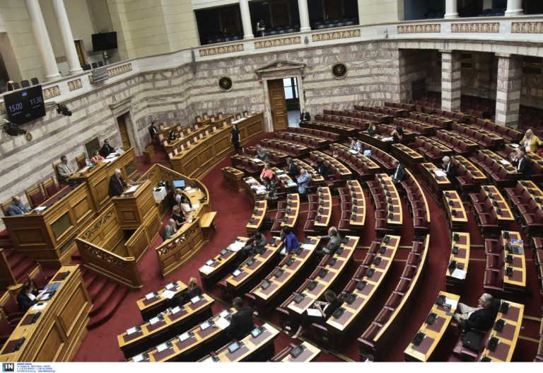 """Η Κεραμέως """"τρόμαξε"""" τη Βουλή: Rapid test σε όλες τις επαφές της"""