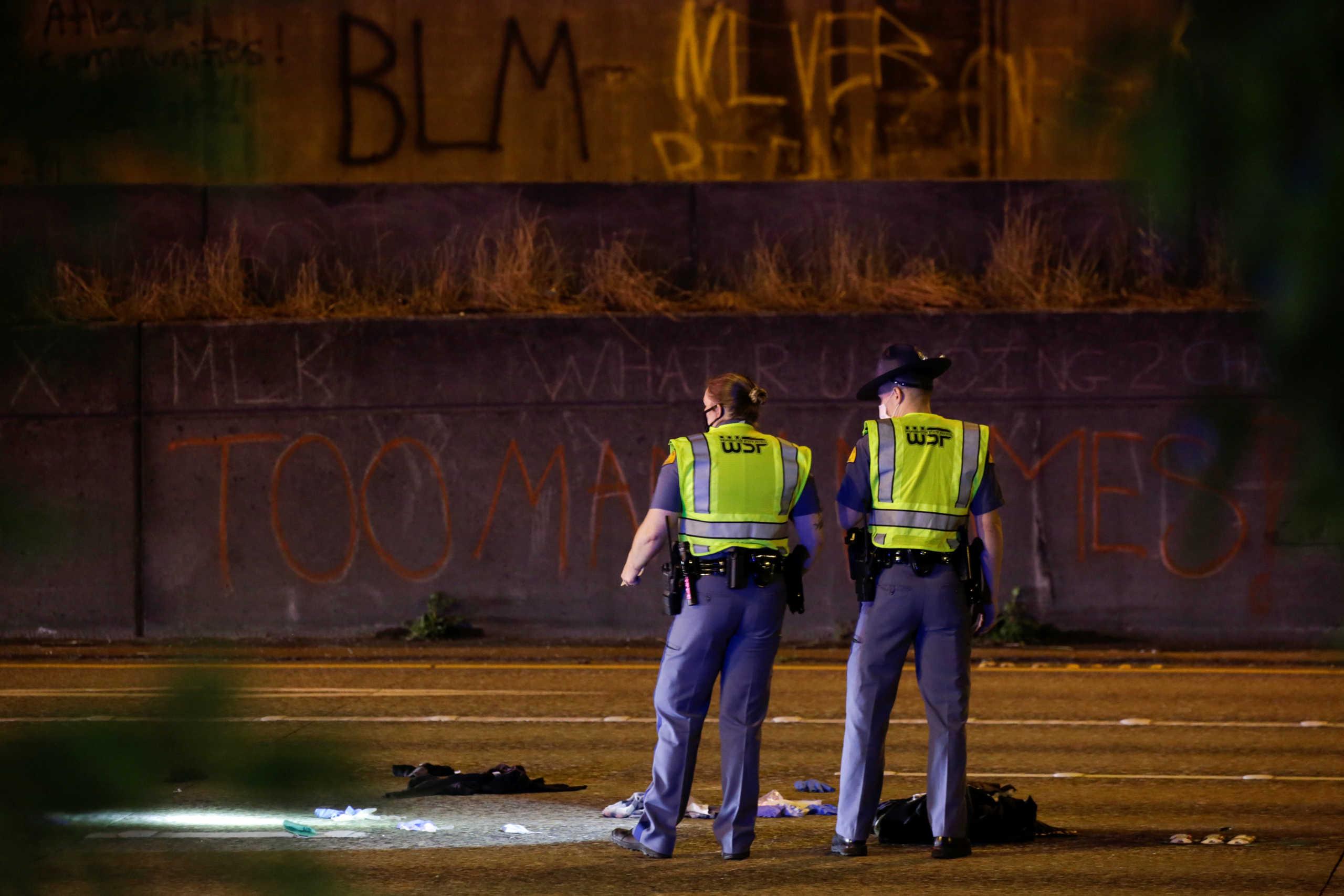 Ουάσινγκτον: Αυτοκίνητο έπεσε πάνω σε διαδηλωτές – Δυο σοβαρά τραυματίες (pics)