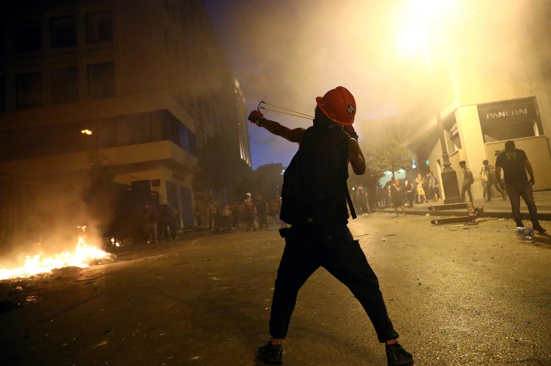 Βηρυτός: Φωτιές και οδομαχίες γύρω από το Κοινοβούλιο! (pics)