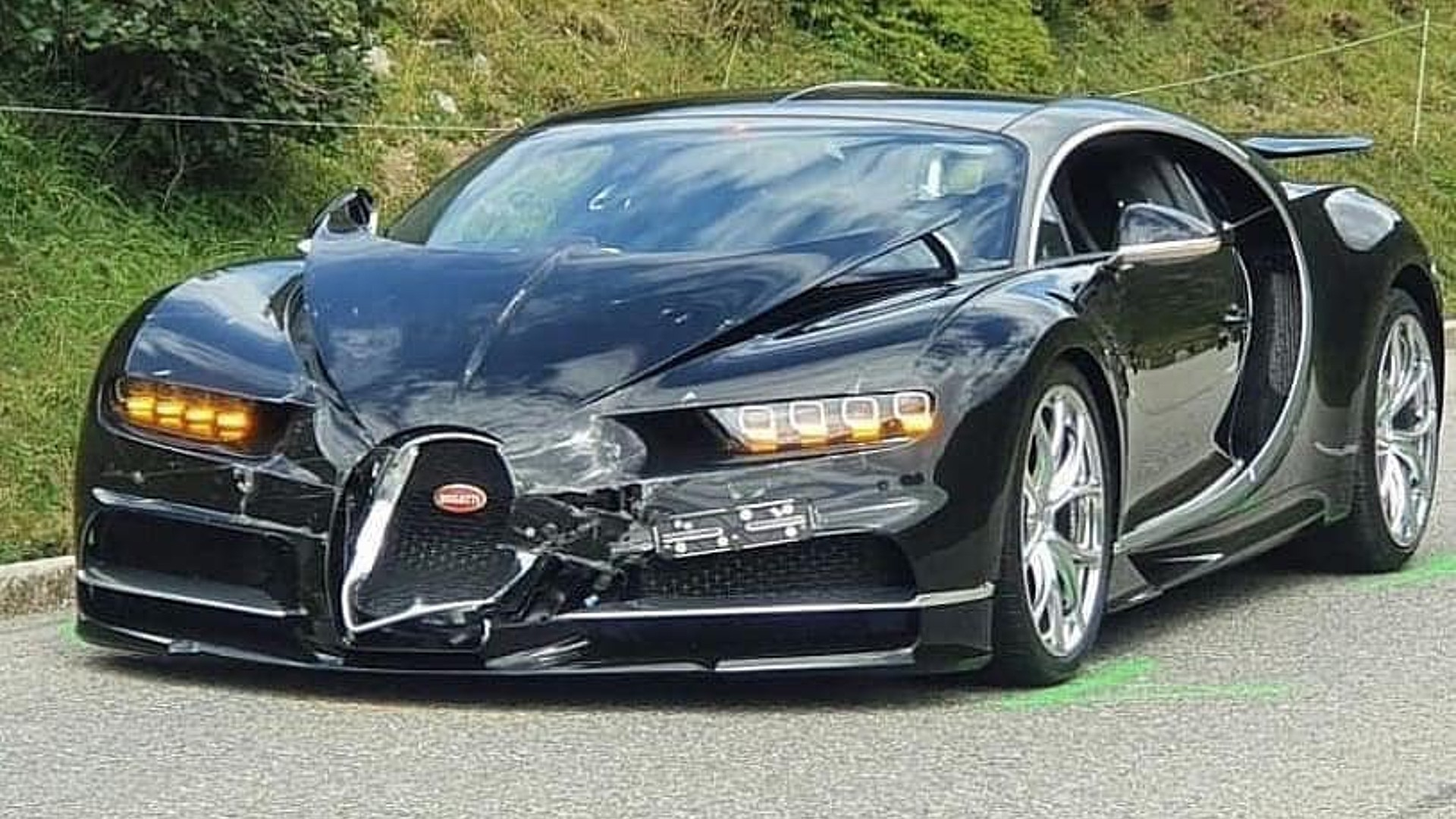 Bugatti τράκαρε με Porsche στο ακριβότερο τροχαίο της χρονιάς! [vid]