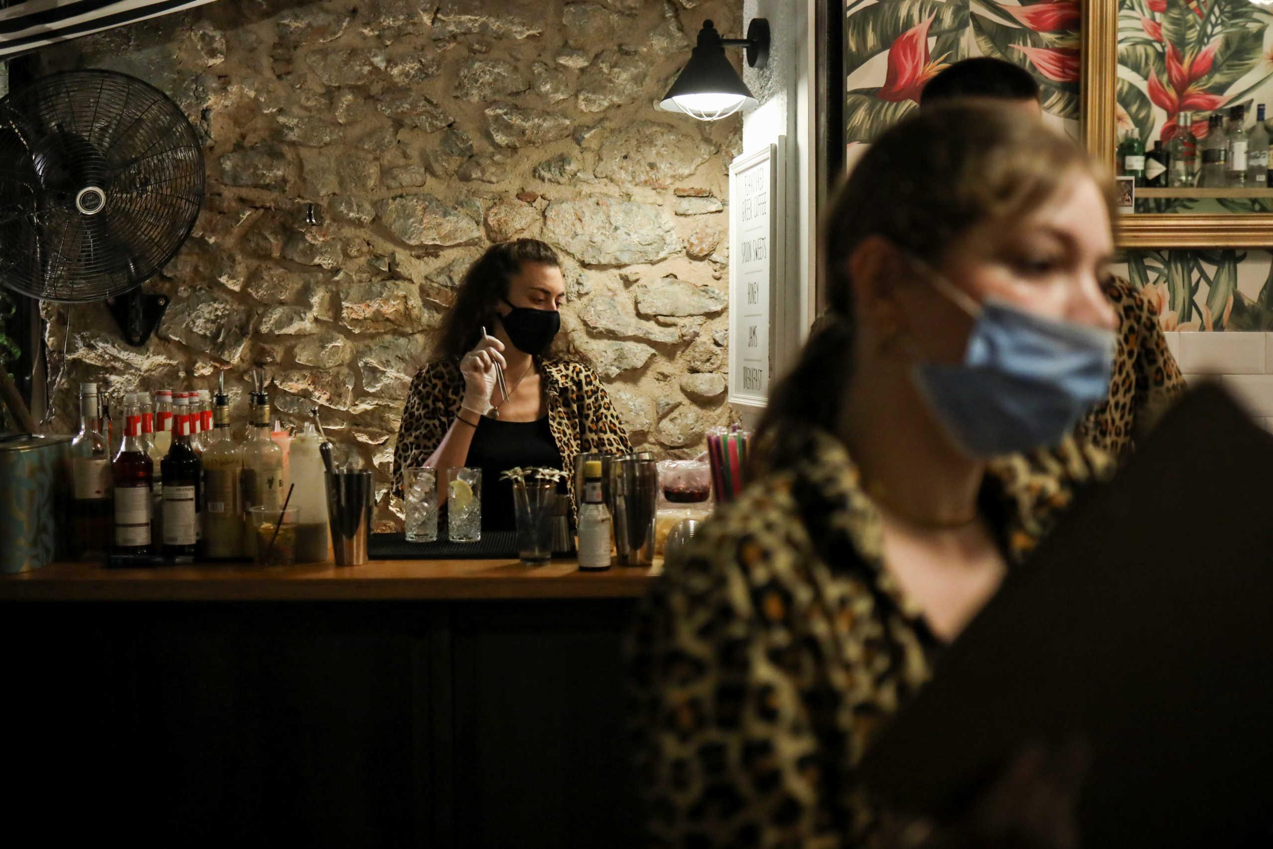 Κορονοϊός: 959 νέα κρούσματα στην Αττική, 169 στη Θεσσαλονίκη – Η κατανομή των μολύνσεων ανά περιφέρεια