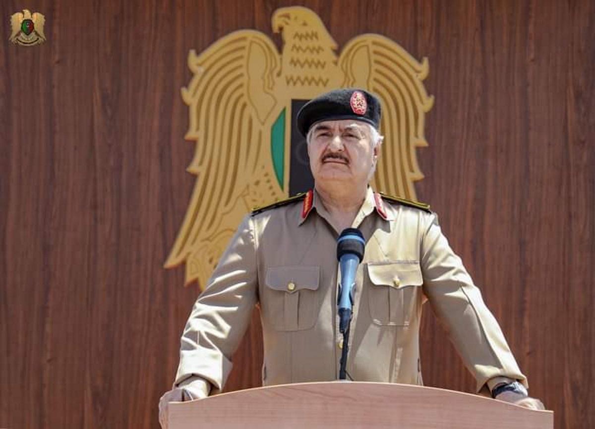 Λιβύη: Ο Χαλίφα Χαφτάρ δεσμεύτηκε να τερματίσει τον αποκλεισμό των εγκαταστάσεων πετρελαίου