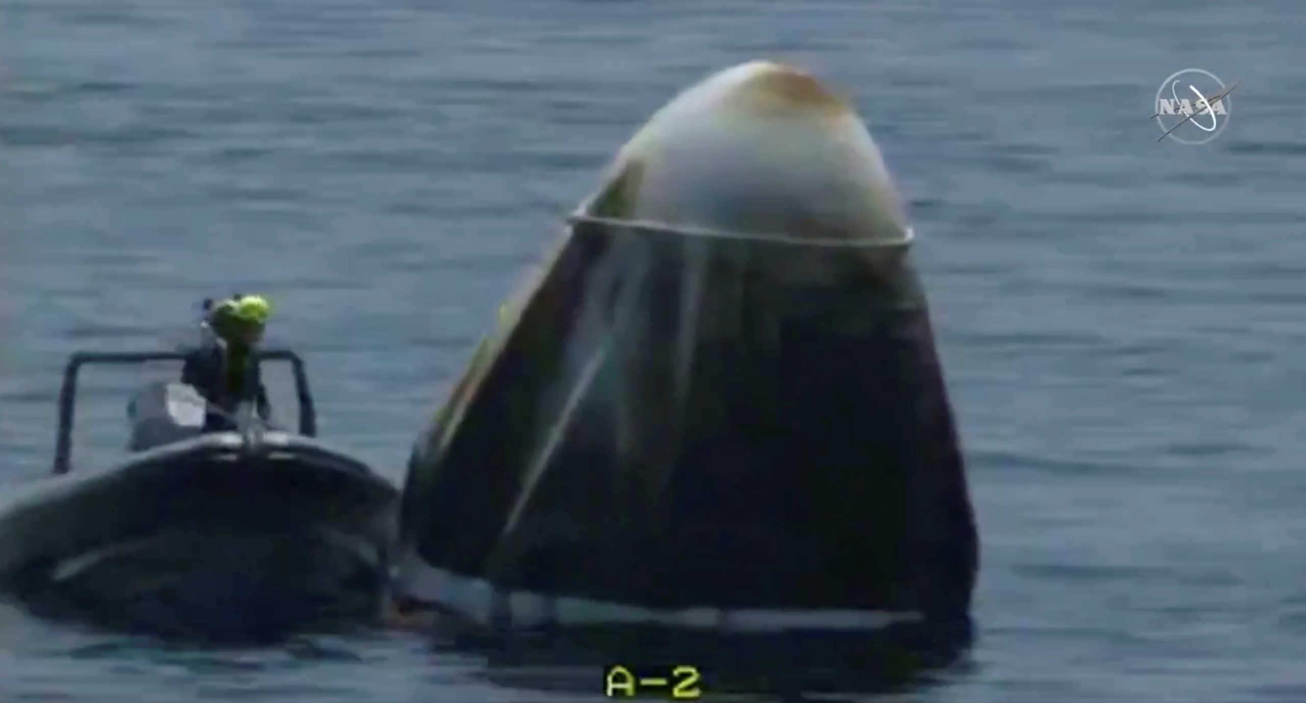 """""""Καλωσορίσατε στη Γη""""! Επέστρεψε η κάψουλα της SpaceX"""