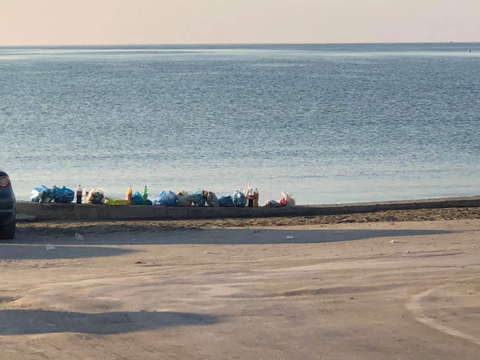 Ο κορονοϊός βλάπτει σοβαρά και την… καθαριότητα – Σκουπιδότοπος ο Λαγανάς γιατί διασκεδάζουν στο δρόμο!