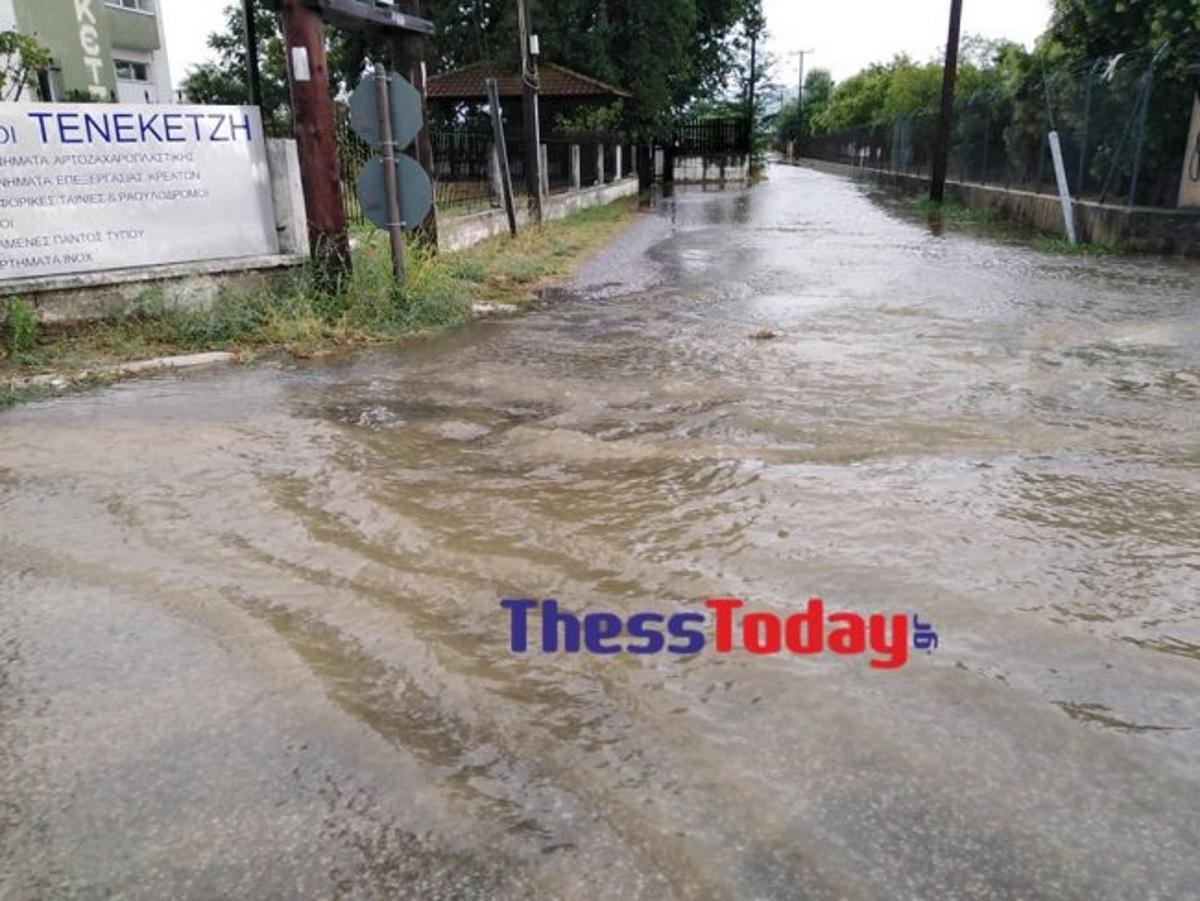 """""""Πνίγεται"""" ο Λαγκαδάς! Όλα πλημμυρισμένα – Εγκλωβίστηκαν οδηγοί"""
