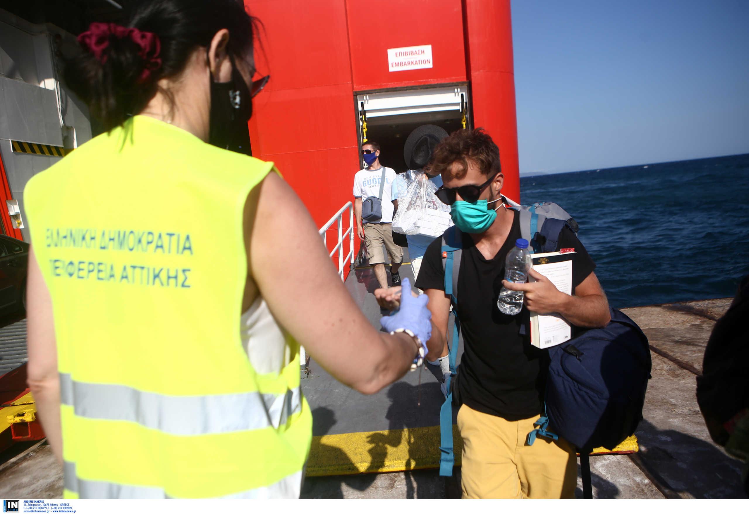 Μόνιμοι οι έλεγχοι για κορονοϊό στο λιμάνι του Πειραιά σε ταξιδιώτες που επιστρέφουν από τα νησιά