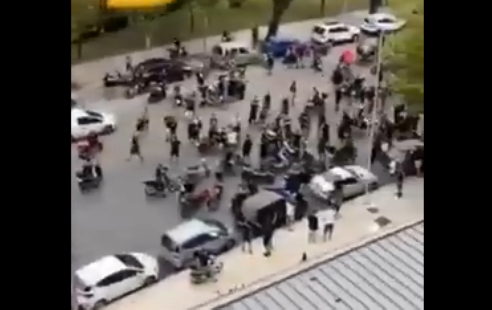"""ΠΑΟΚ: Οπαδοί στο """"Μακεδονία Παλλάς"""" πριν τον """"τελικό"""" με Μπεσίκτας (video)"""