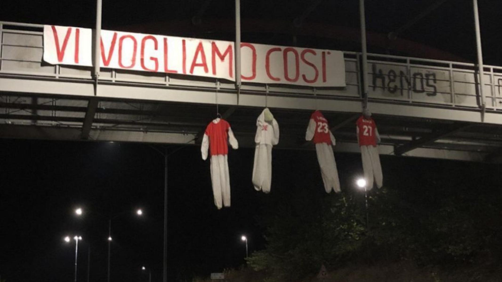 Οργή οπαδών στην Περούτζια! Μήνυμα με κρεμασμένες κούκλες σε γέφυρα