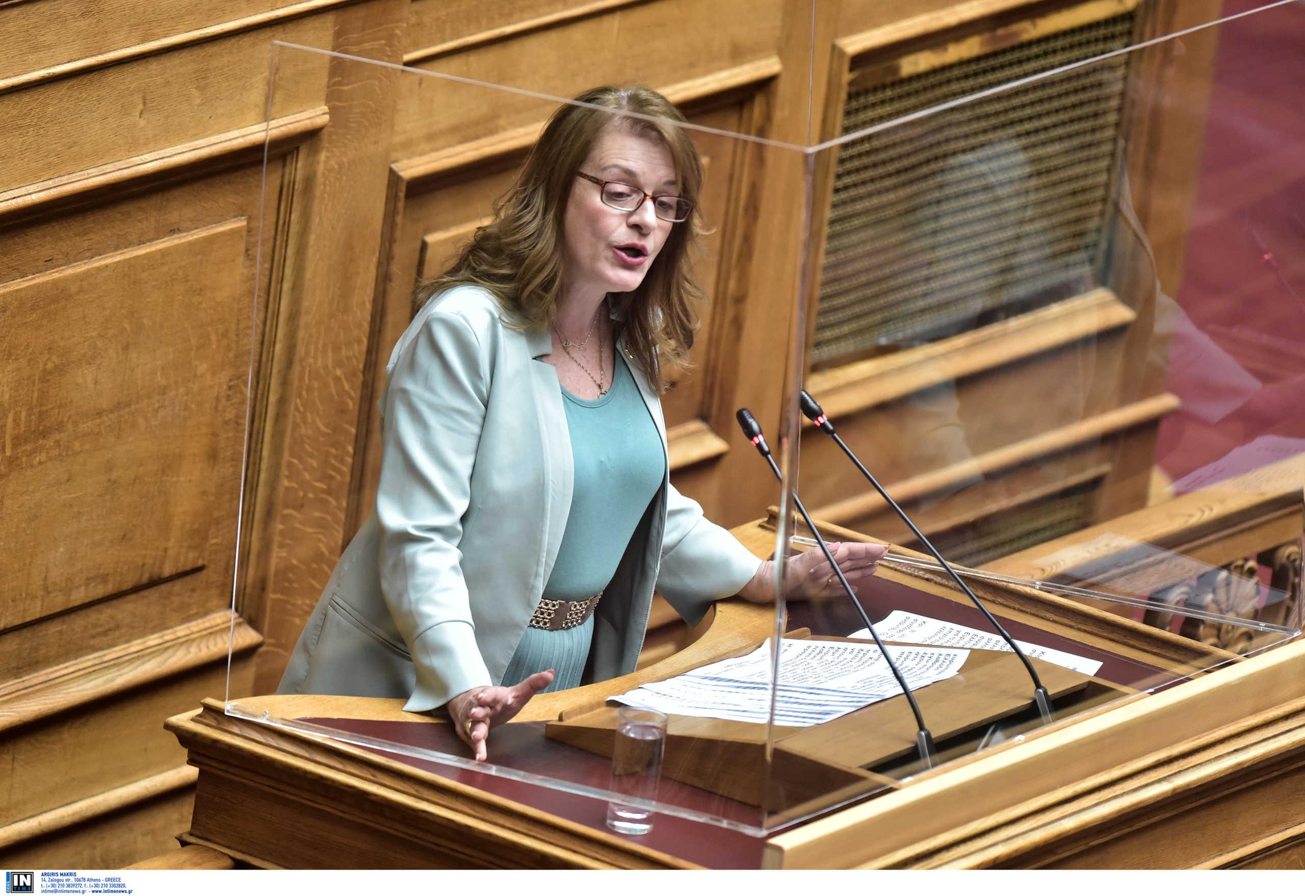 Ποια είναι η βουλευτής Αλεξοπούλου που έφυγε και επέστρεψε στο κόμμα της μέσα σε λίγα λεπτά