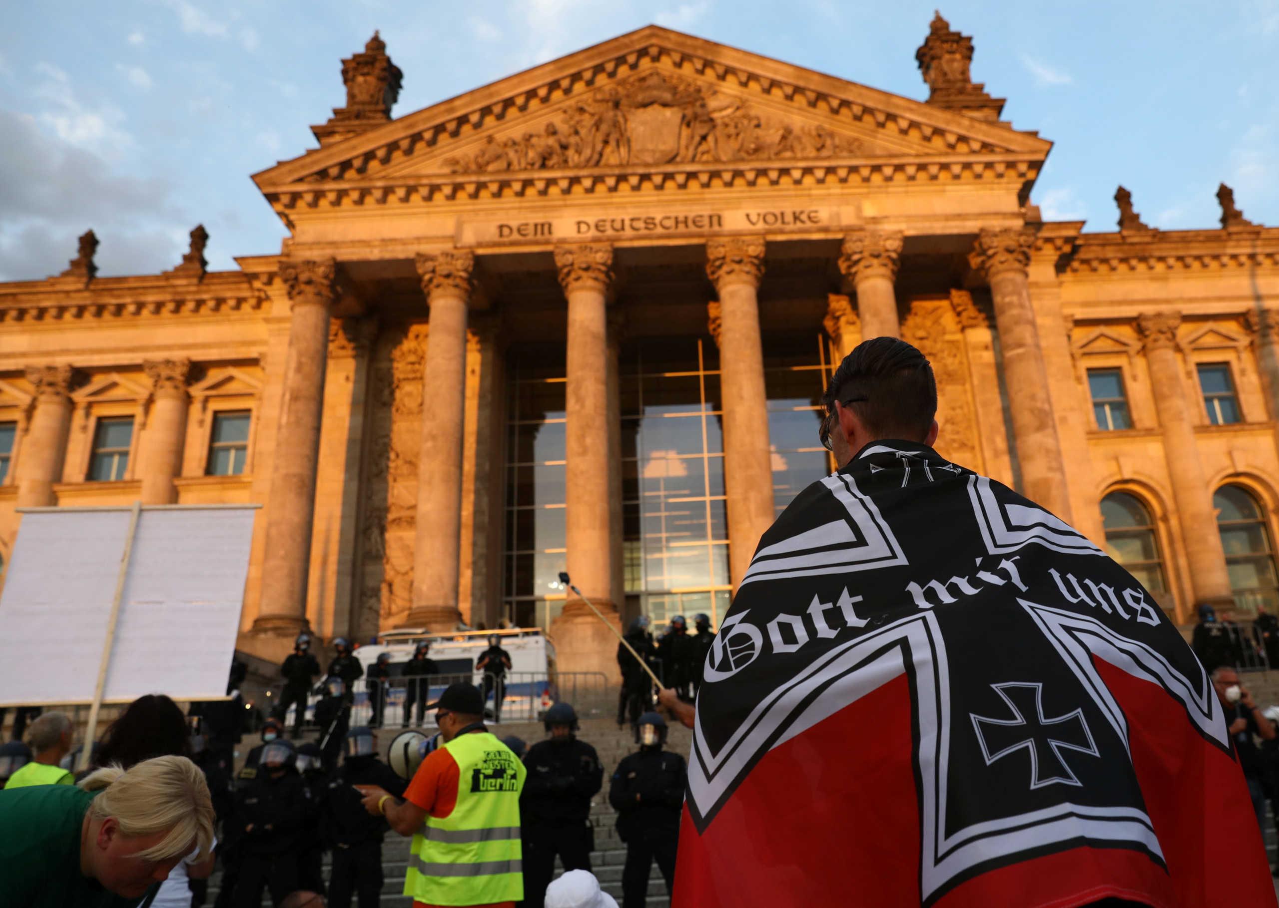 Γερμανία: Οι μυστικές υπηρεσίες παρακολουθούν τους αρνητές της πανδημίας του κορονοϊού