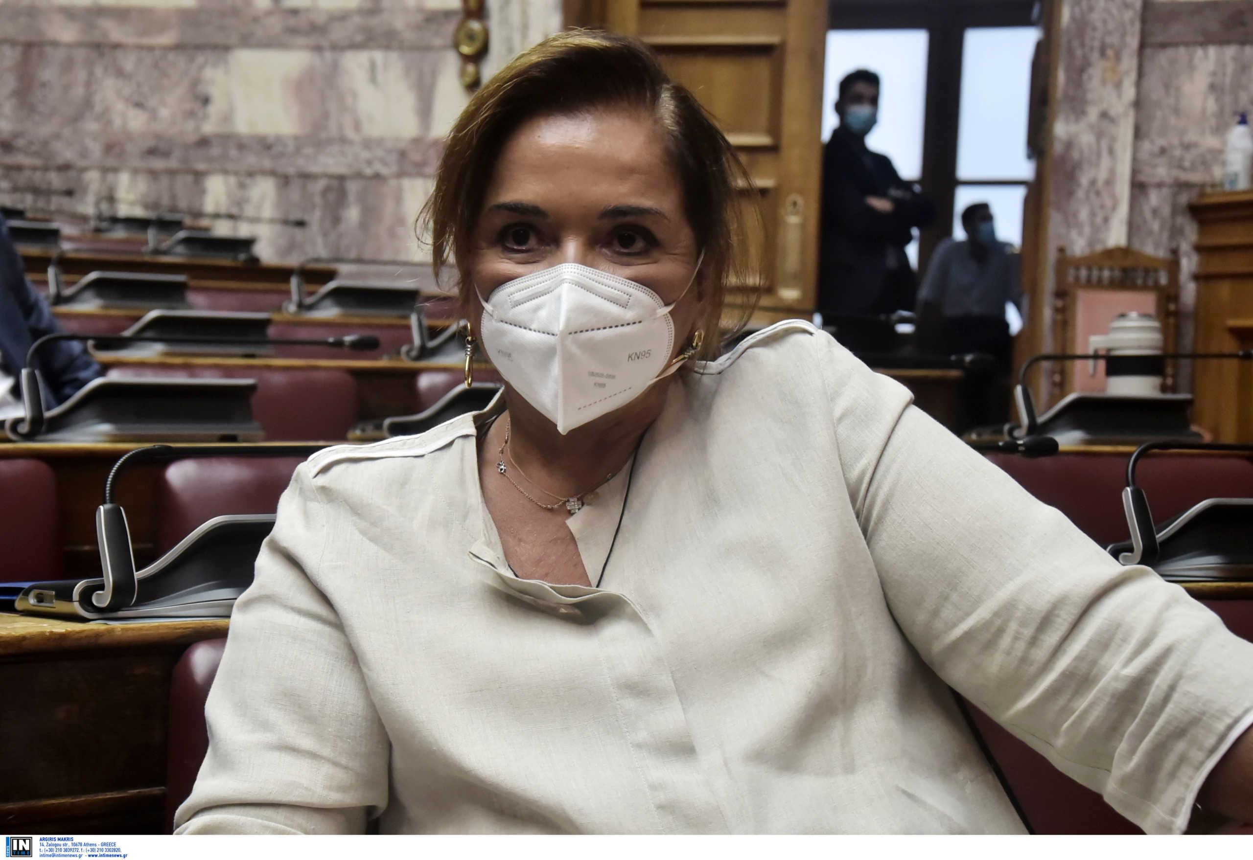 Μπακογιάννη: Θα κάνουμε αγώνα για να πειστούν οι πολίτες να εμβολιαστούν
