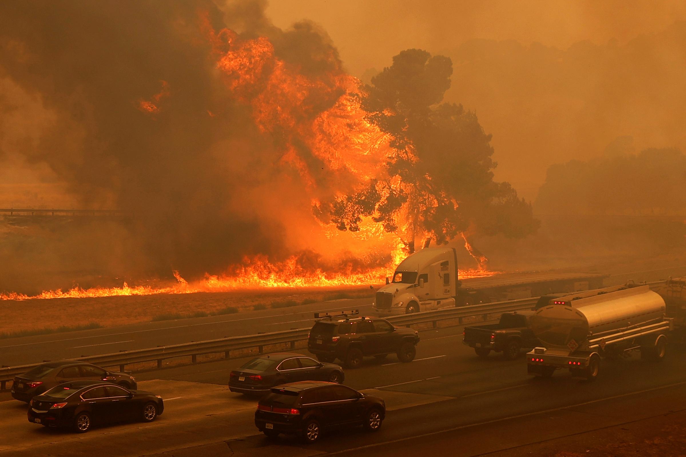 Καλιφόρνια: Δύο νεκροί από την πύρινη λαίλαπα – Χιλιάδες άνθρωποι εγκαταλείπουν τα σπίτια τους
