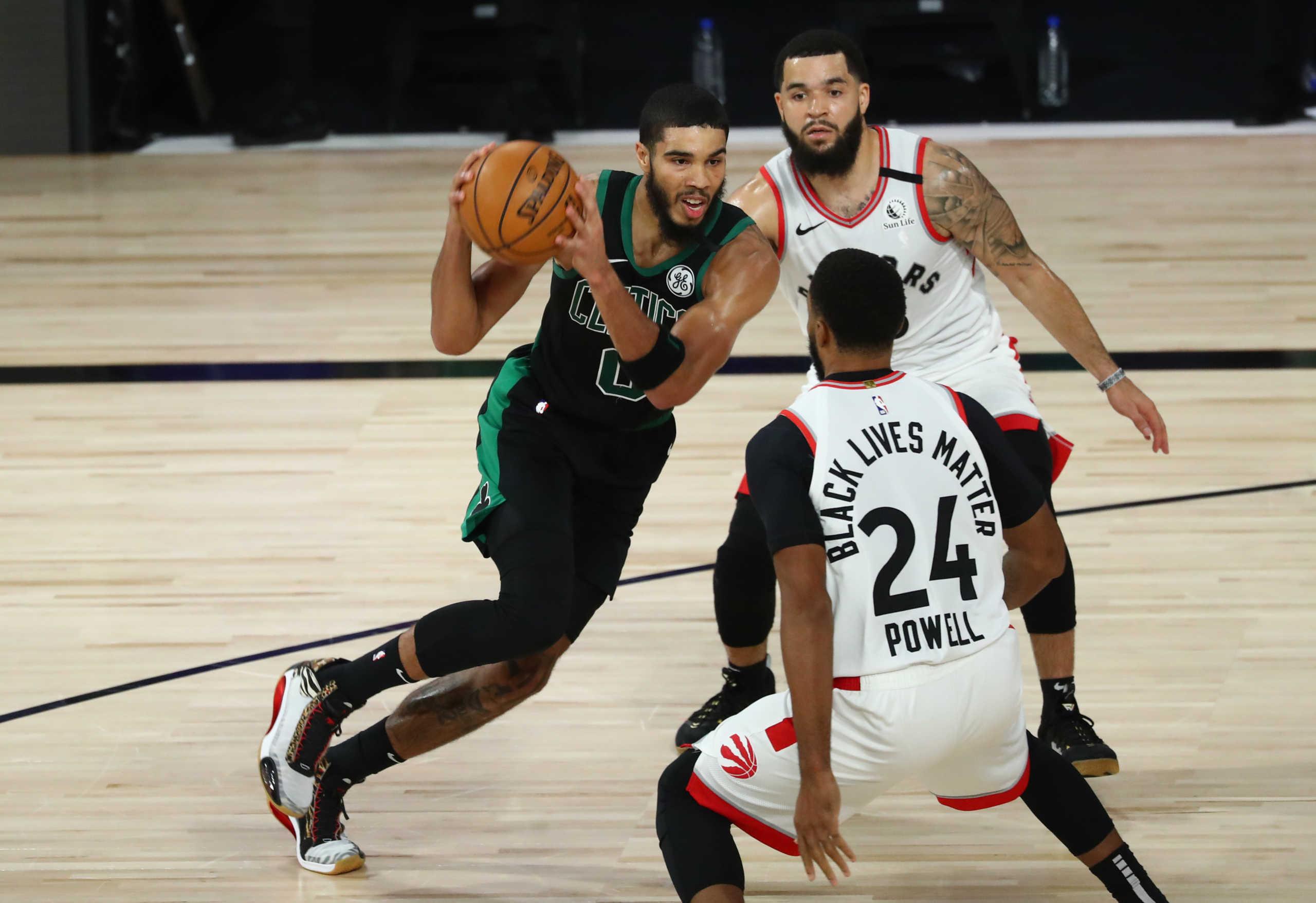 NBA: Οι Σέλτικς εκθρόνισαν τους Ράπτορς – Πρόκριση με σούπερ Τέιτουμ (vid)