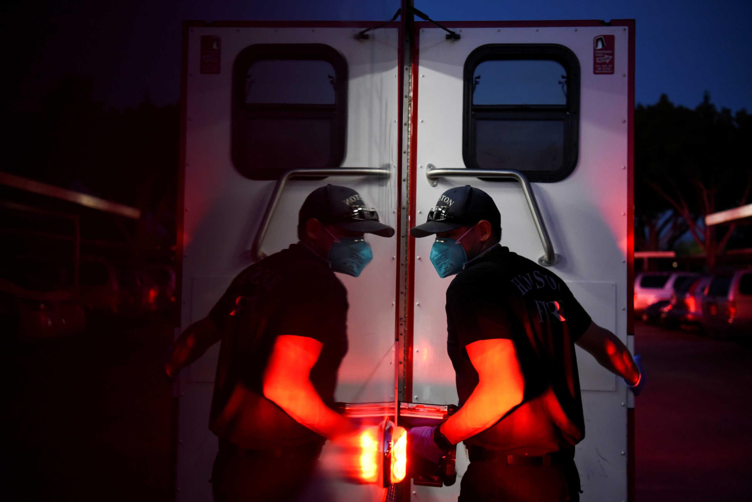Κορονοϊός: Εφιαλτικό σενάριο για τουλάχιστον 500.000 θανάτους μέχρι τον Φεβρουάριο
