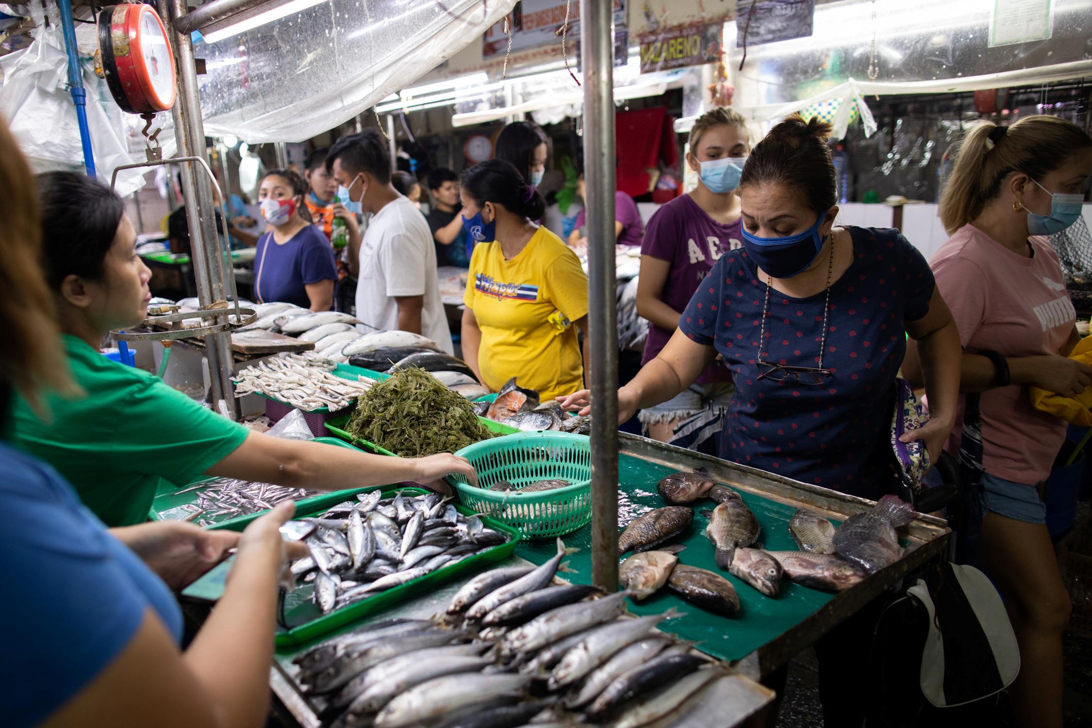 Νέος συναγερμός με τον κορονοϊό – Βρέθηκαν ίχνη του σε συσκευασίες κατεψυγμένων θαλασσινών στην Κίνα