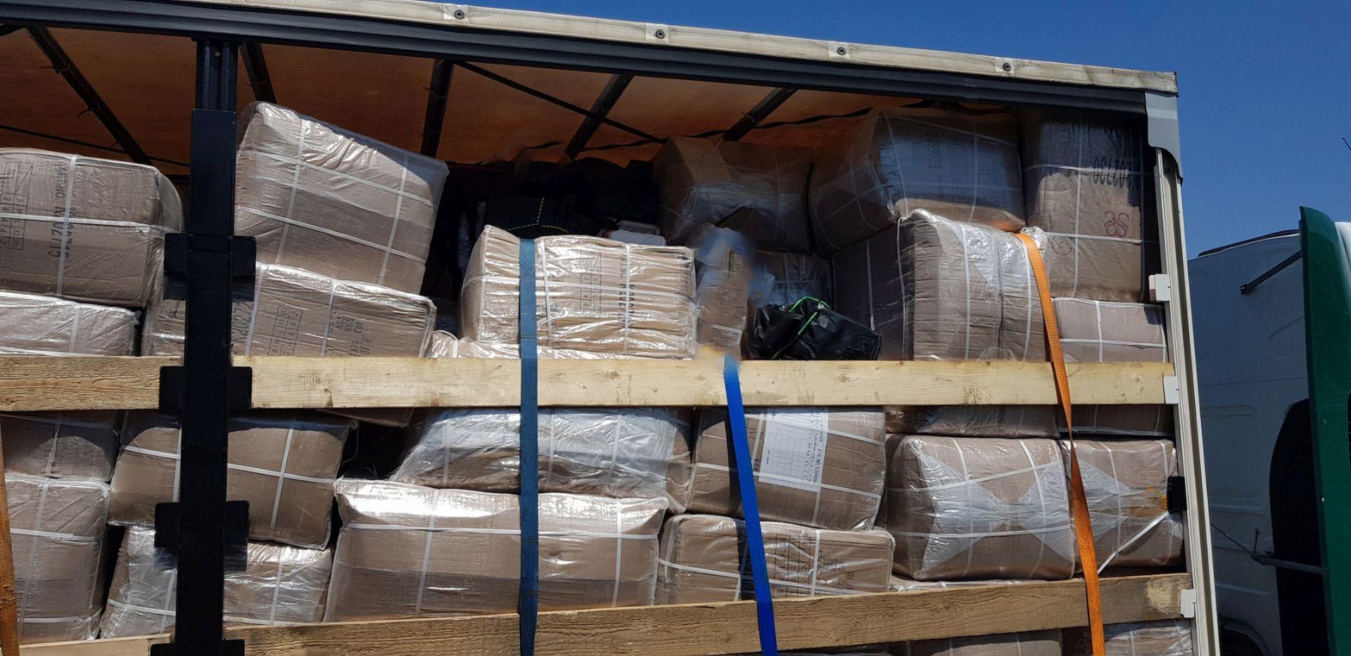 Πάτρα: Άνοιξαν την καρότσα του φορτηγού και είδαν αυτές τις εικόνες! Η μεγαλύτερη ποσότητα κοκαΐνης (pics, vid)