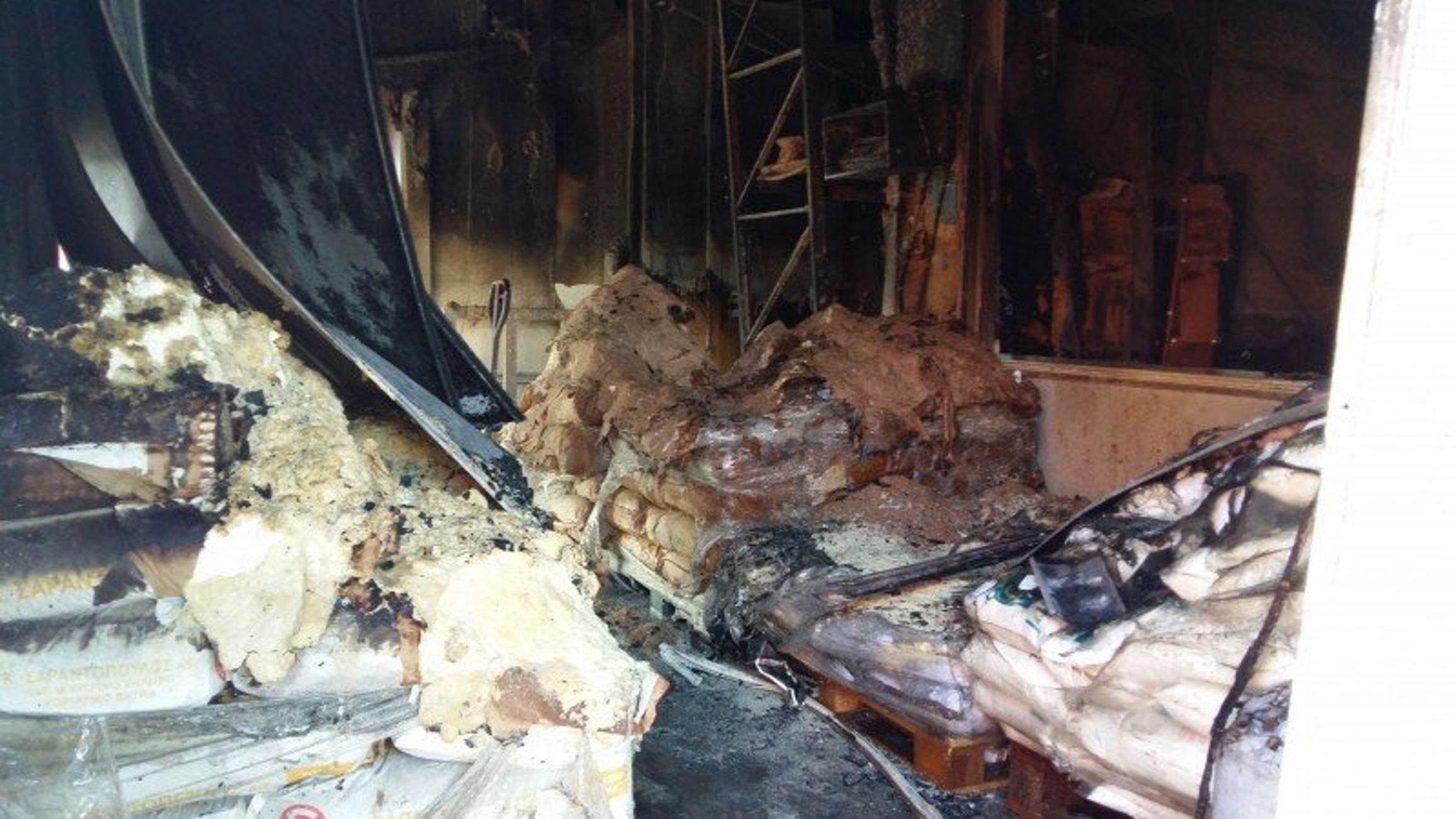 Φωτιά σε φαναρτζίδικο στο Περιστέρι