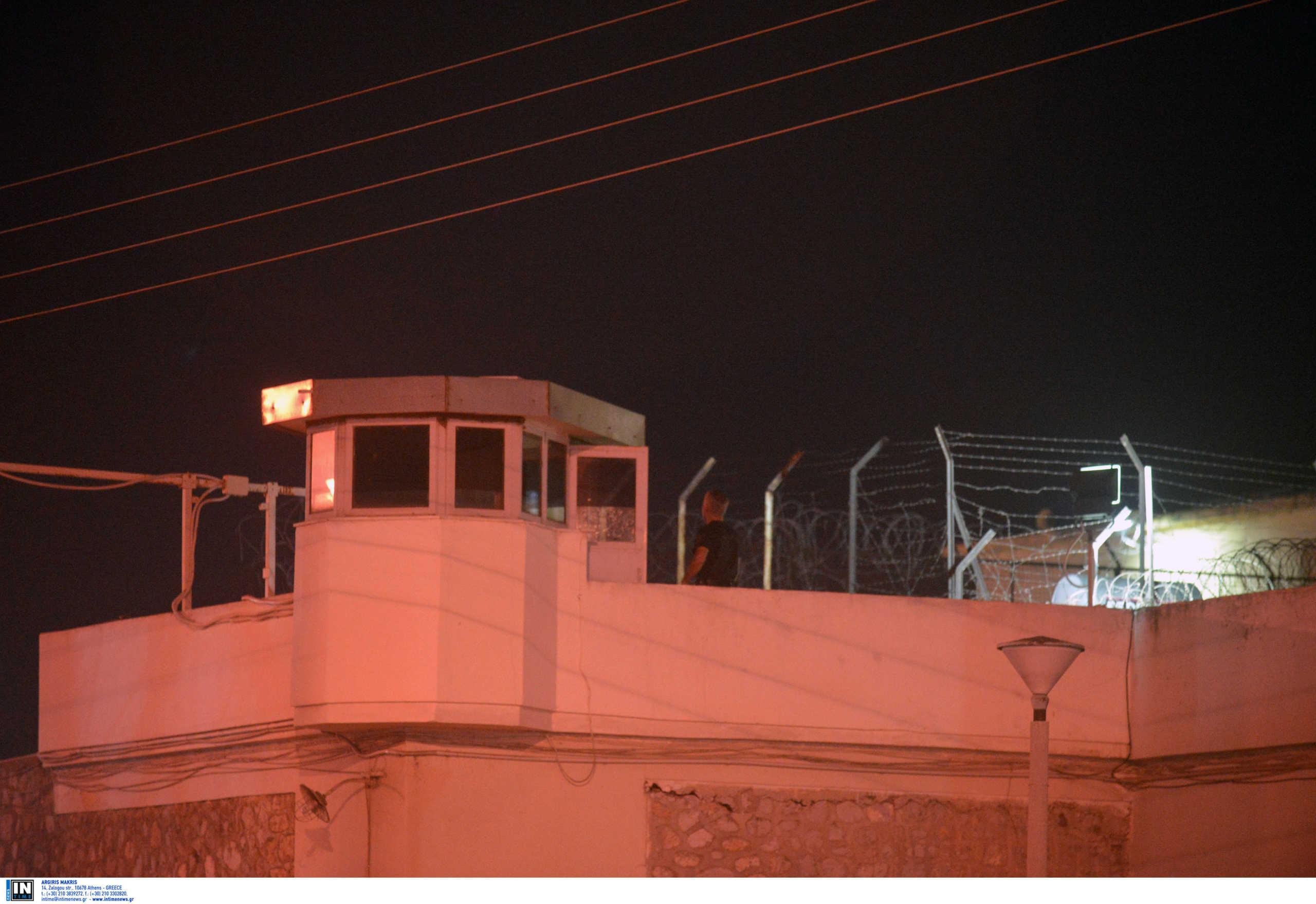 Έκρυψε στον πρωκτό του 3 (!) κινητά για να τα περάσει στις φυλακές Τρικάλων