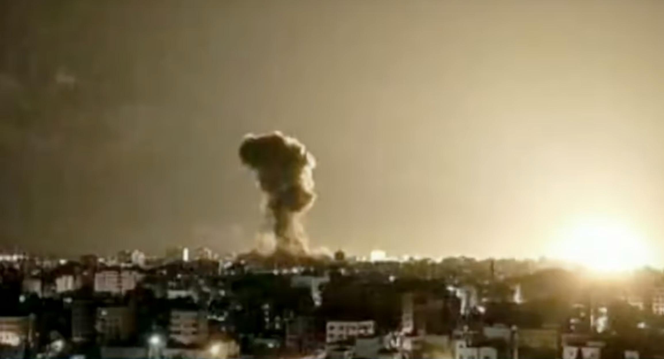 """Λωρίδα της Γάζας: """"Σφυροκόπημα"""" βομβαρδισμών από το Ισραήλ"""