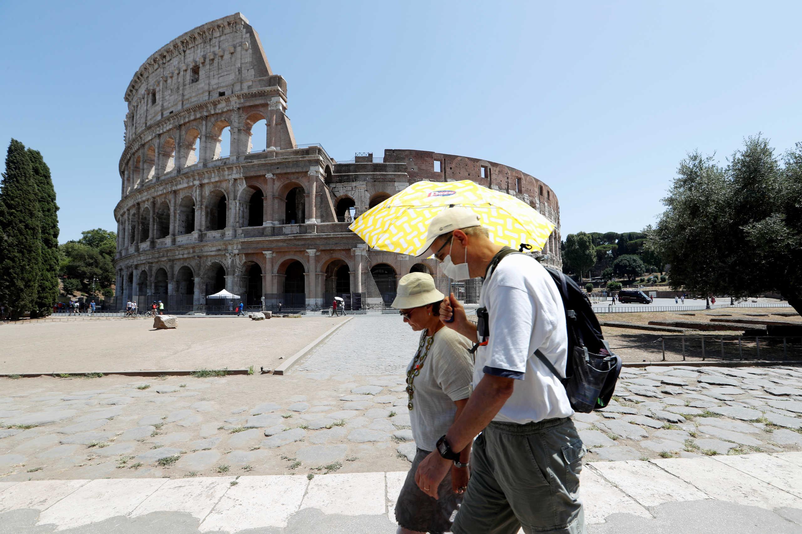 Ιταλία: Απόφαση για υποχρεωτική χρήση μάσκας σε κλειστούς χώρους