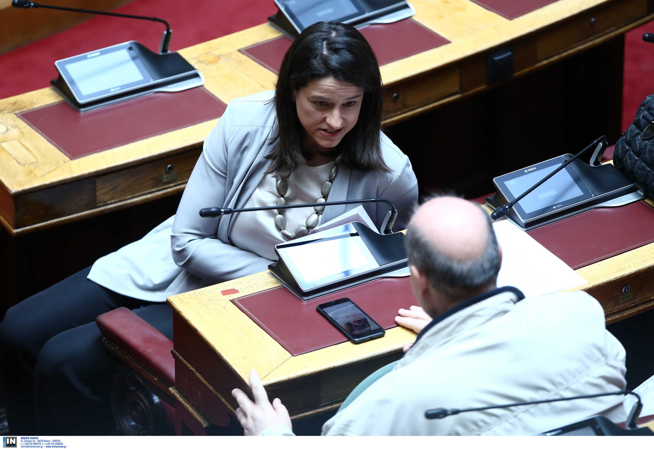Μετωπική Κεραμέως – Φίλη: «Ήρθατε για σόου» – «Παριστάνετε την υπουργό»
