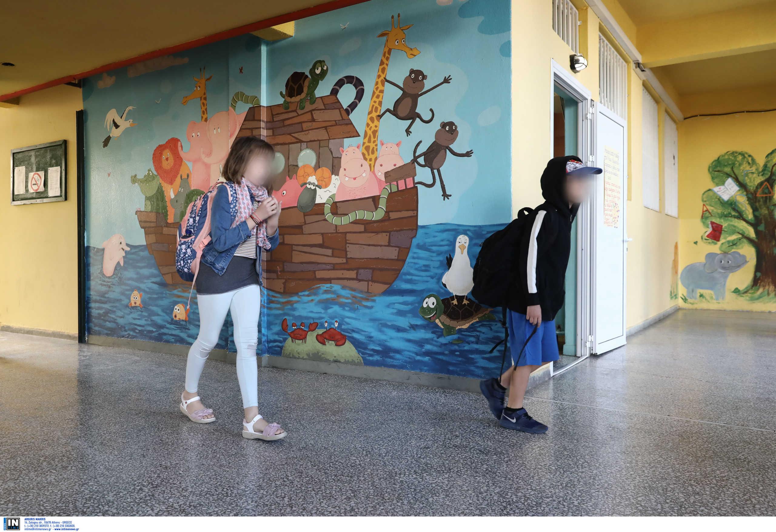Κλειστά σχολεία στην Αττική: Δραματική αύξηση της διασποράς σε παιδιά και έφηβους (video)