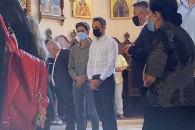 Δεκαπενταύγουστος: Στο Ακρωτήρι μαζί με τον Κωνσταντίνο και με μάσκα ο Κυριάκος Μητσοτάκης (pics,video)