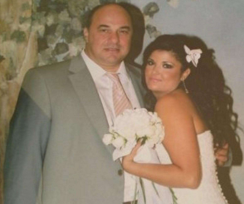 Βόλος: Ο Αχιλλέας Μπέος γαμπρός! Το κοστούμι, η γραβάτα και η πόζα της νύφης (Φωτό)