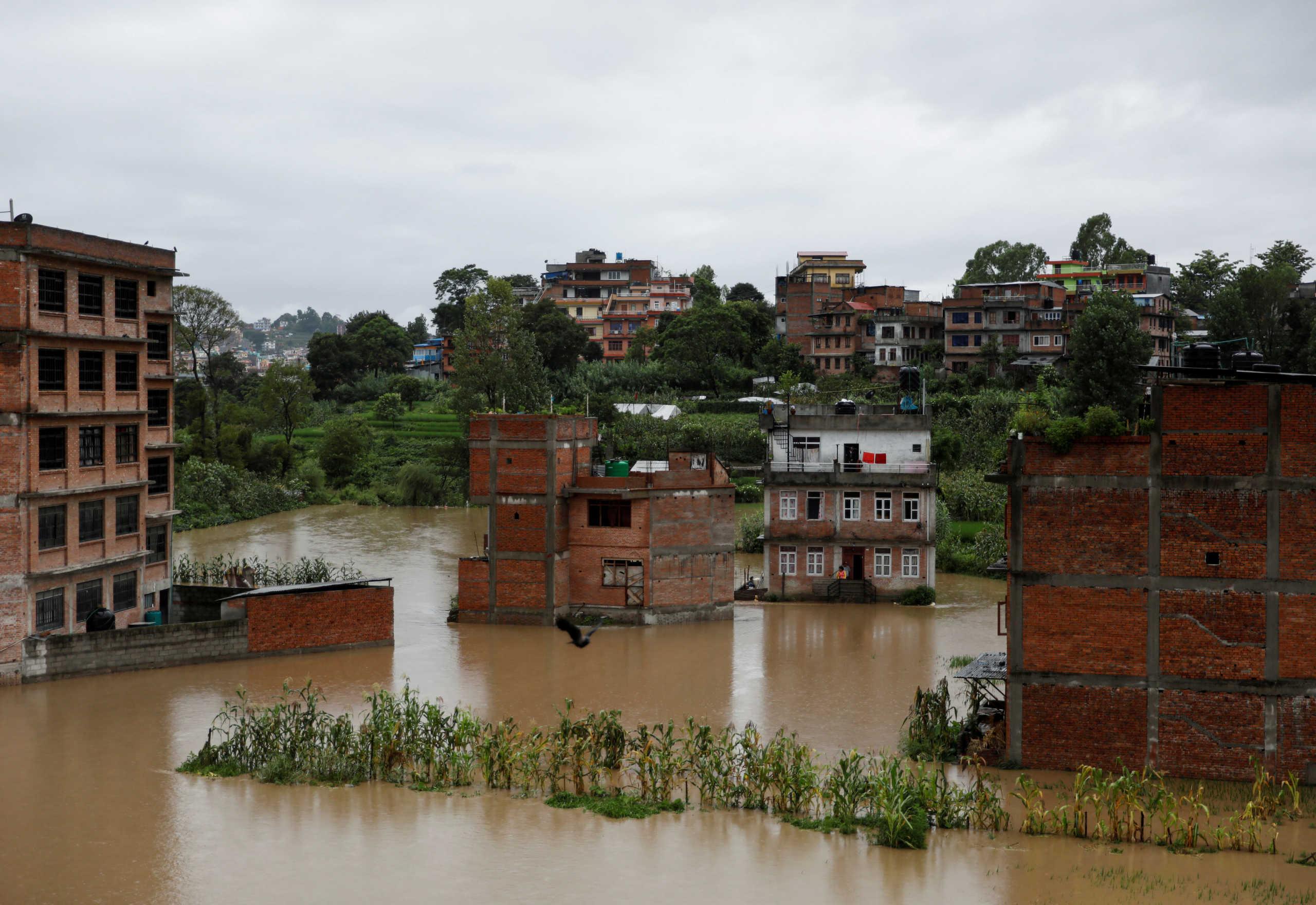 Νεπάλ: Τουλάχιστον 16 νεκροί και δεκάδες αγνοούμενοι από καταρρακτώδεις βροχές και κατολισθήσεις
