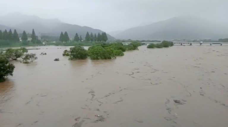 Νότια Κορέα: Πάνω από 20 νεκροί από τις καταστροφικές πλημμύρες (pics, video)