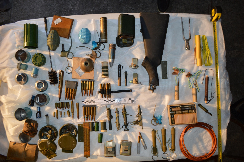 Πιερία: Λύθηκε το μυστήριο με τα όπλα και τις εκρηκτικές ύλες που βρήκαν παιδιά σε ακατοίκητο σπίτι (Φωτό)