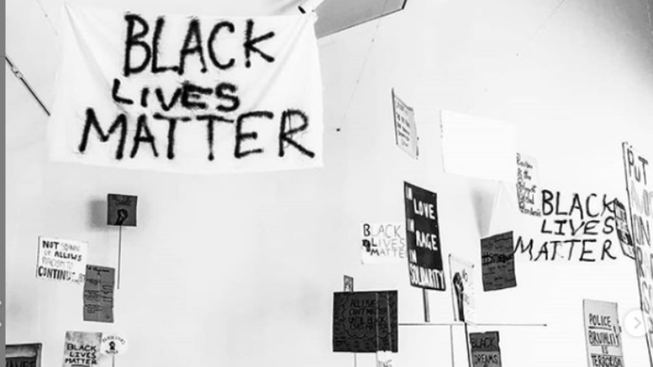 «Margate to Minneapolis»: Έκθεση με πανό του κινήματος Black Lives Matter