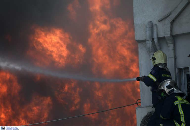 Θεσσαλονίκη: Φωτιά σε εγκαταλελειμμένο κτίριο