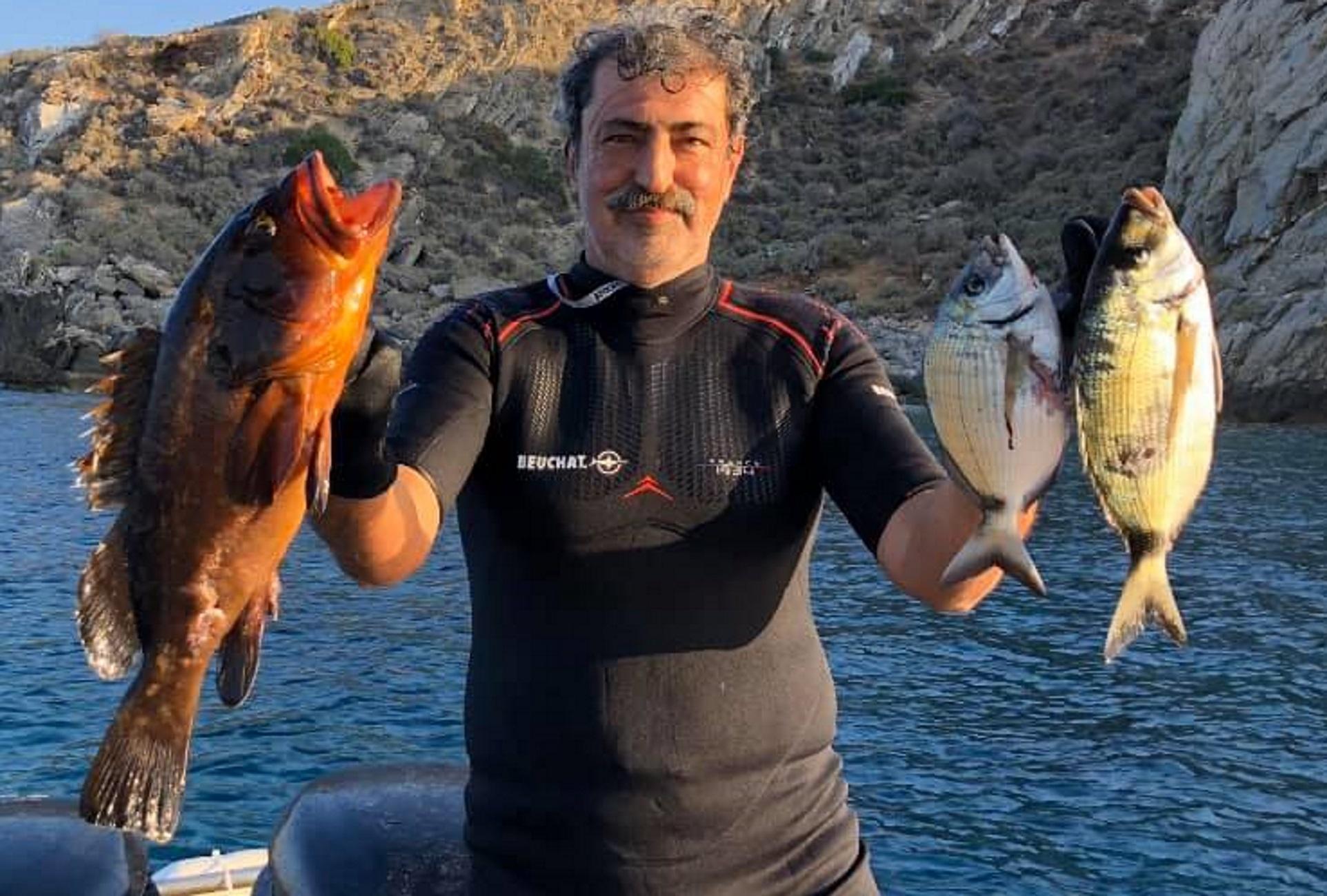 Κρήτη: Τα ψάρια που έπιασε και έφαγε ο Παύλος Πολάκης! Οι φωτογραφίες και το σχόλιο