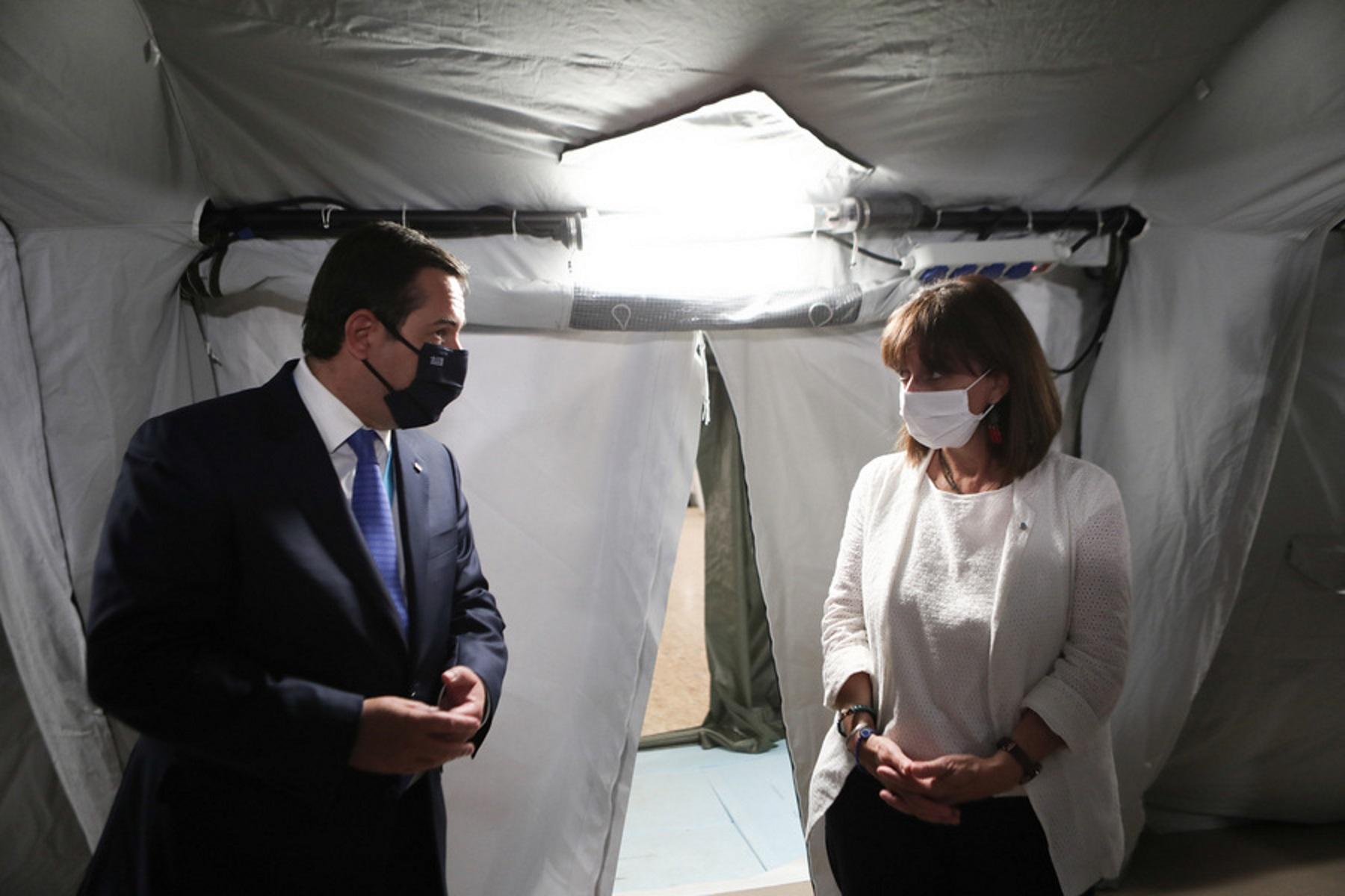 Στη νέα υγειονομική μονάδα του Κέντρου Υποδοχής και Ταυτοποίησης της Μόριας η Κατερίνα Σακελλαροπούλου